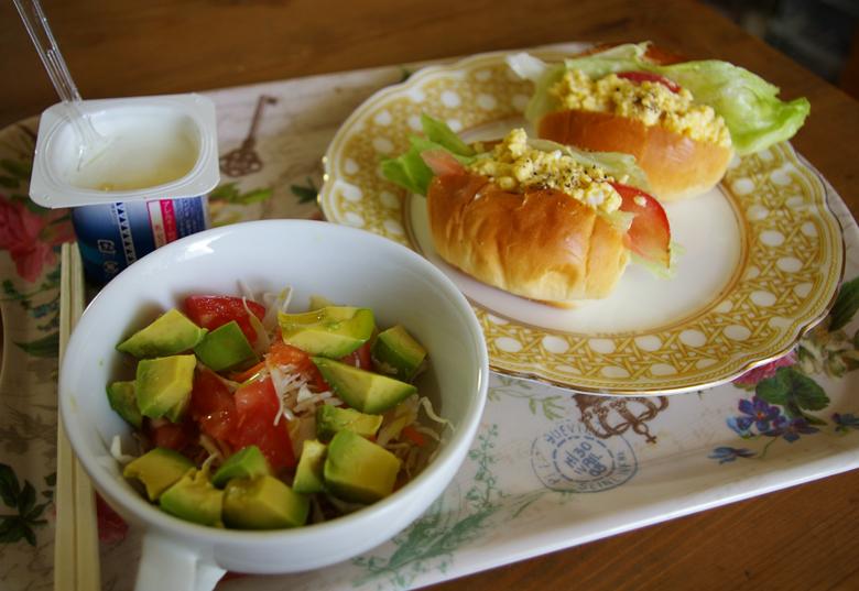 アボカドとトマトサラダ